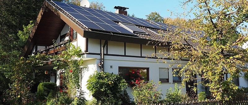 kuća, krov, solarni paneli
